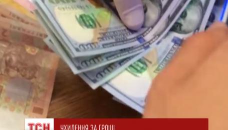 На Буковине военком требовал 700 долларов за уклонение от военной службы