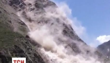 Землетрясение в Непале вызвало оползень