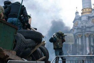 Деревянные щиты против пуль: в Сети появились новые фотографии расстрела майдановцев