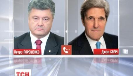 Дальнейшие действия для деэскалации ситуации на Донбассе телефоном обсудили Порошенко и Керри