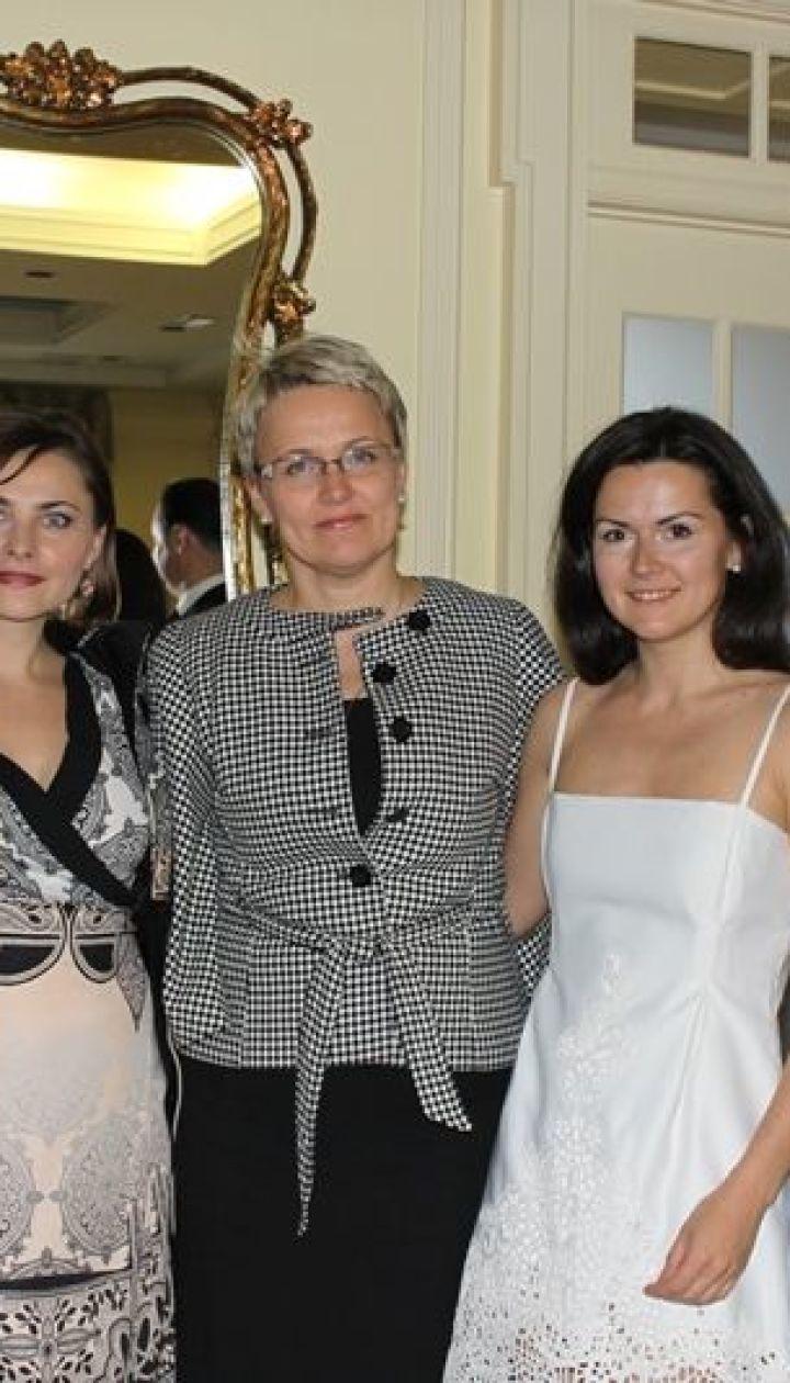 Елена Даць с гостями ее показа в США
