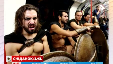 300 обнаженных спартанцев проехали в метро