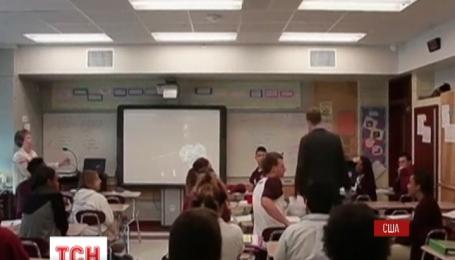 Американский учитель из Нового Орлеана сделал любимой предложение с помощью учеников