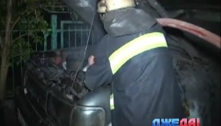 Ночью в центре Львова вспыхнул внедорожник