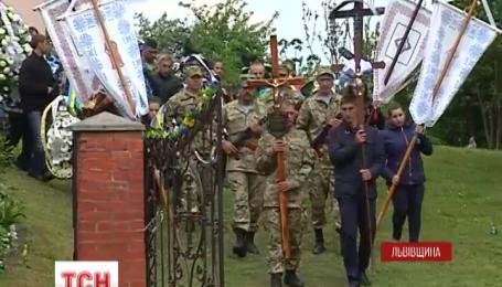 На Львовщине всем селом проводили в последний путь бойца 53 бригады Владимира Луцишина