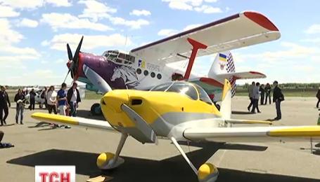 На «Чайці» під Києвом розпочався перший авіаційний фестиваль