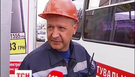 У Києві на станції метро «Петрівка» жінка впала під потяг