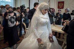 """""""Весілля століття"""" у Чечні: розкішний бенкет та згорьована наречена у сльозах"""