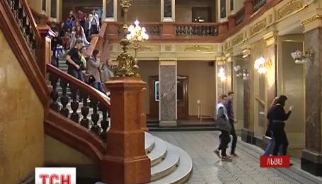 У Львівський театр опери прийшло 35 повісток