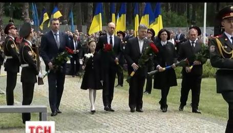 Пам'ять жертв політичних репресій вшановували напередодні в Україні