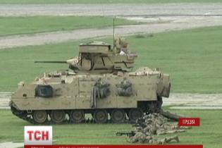 США доставили в Грузию 14 боевых машин пехоты