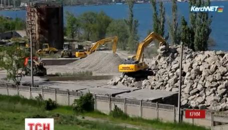 Мост между Крымом и Россией начали строить возле Керчи