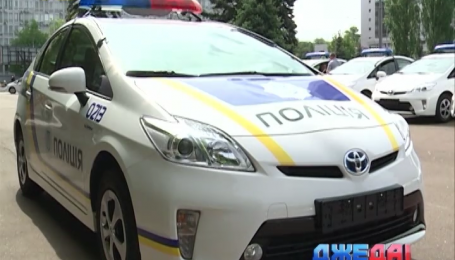 Новая украинская полиция ездить на гибридных японских автомобилях