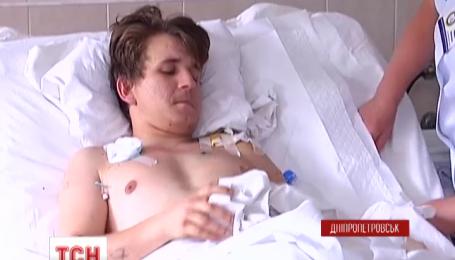 Медики перелили бійцю літр власної крові просто на передовій