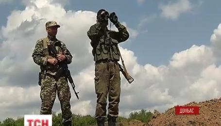 Потужні обстріли тривають під Донецьком