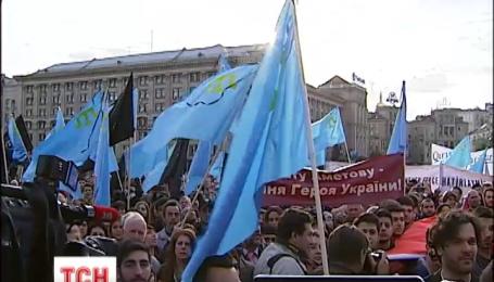На Майдане Независимости в Киеве молились за крымских татар, погибших во время депортации