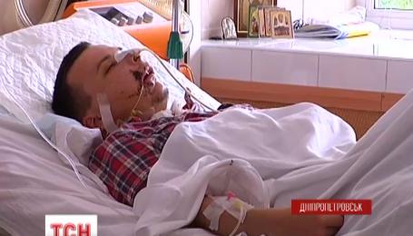 Бойца, которому снайпер навылет прострелил голову, спасли в Днепропетровске