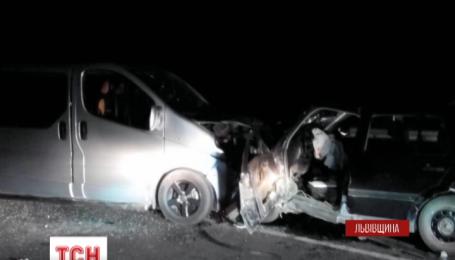 Шестеро людей постраждало у нічній аварії на Львівщині