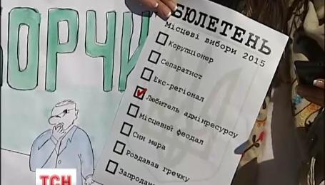 Під Верховну Раду сьогодні принесли бюлетені майбутніх місцевих виборів
