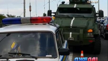 Военный броневик повредил три машины в столице