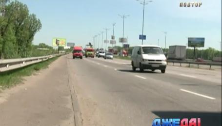 В столице мусор на дороге проводит к авариям