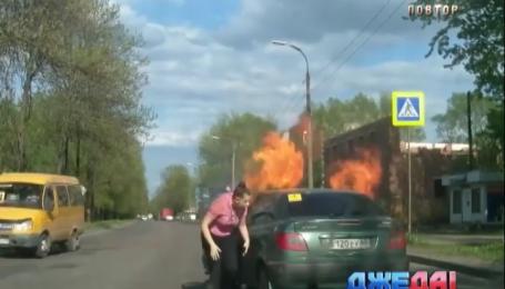 Грузовик на дороге взорвался и исчез. Подборка аварий со всего мира