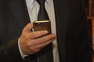 """Проверка на честность: """"бедные"""" нардепы хвастаются дорогими телефонами, которые им """"подарили"""""""