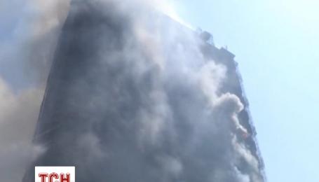 В Баку палає багатоповерхівка із людьми всередині