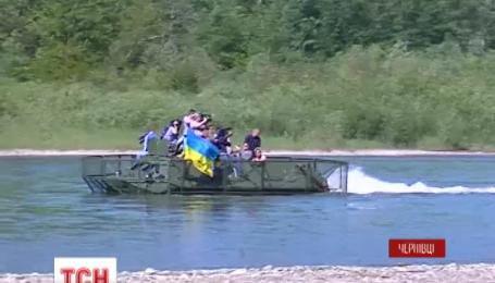 Буковинські прикордонники власними силами відремонтували три бронетранспортери для АТО