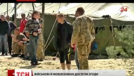 В джинсах и шортах учатся воевать на Яворовском полигоне мобилизованные солдаты