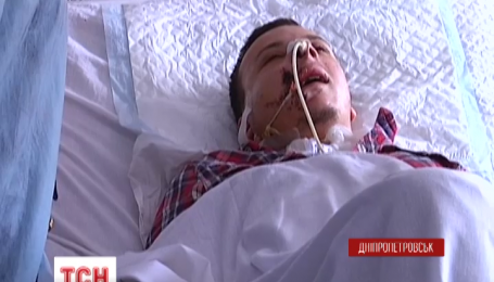 Бойца, которому на Донбассе вражеский снайпер навылет прострелил голову, спасли в Днепропетровске