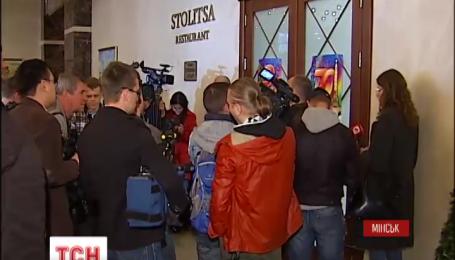 Более пяти часов контактная группа в Минске решала вопрос, как обмениваться пленными