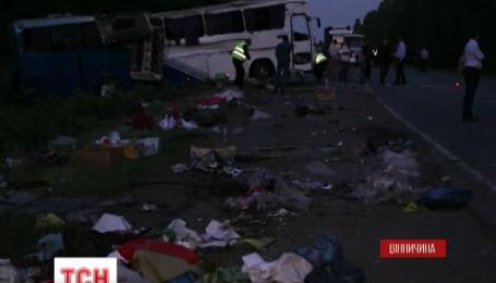 На Вінниччині злетів з дороги рейсовий автобус