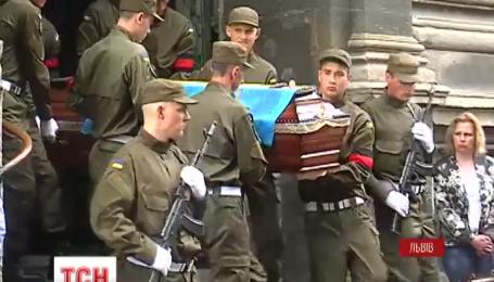 Во Львове на Лычаковском кладбище похоронили бойца Нацгвардии Андрея Соколенко