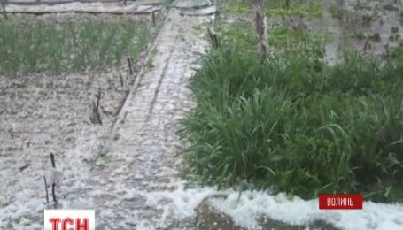 Сильный ливень прошелся накануне вечером Луцком и окружающими селами