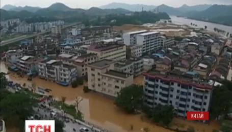 Около 10 человек погибли от масштабного наводнения в Китае