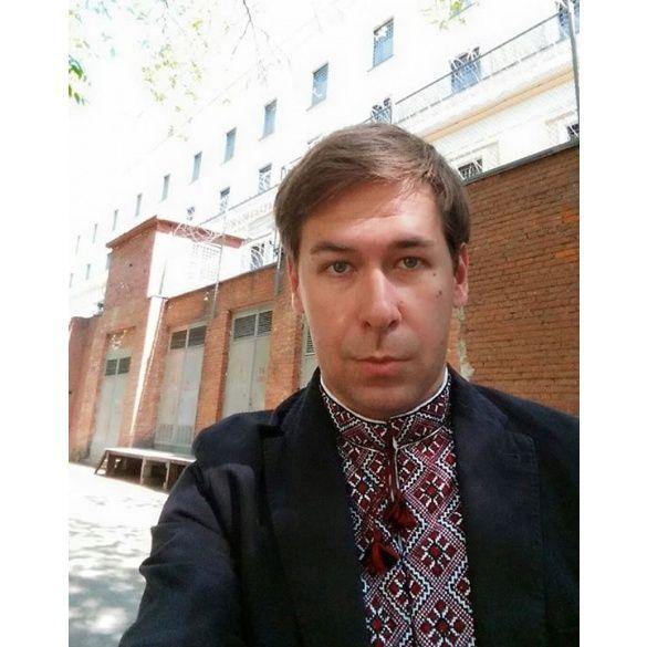 Ілля Новіков у вишиванці