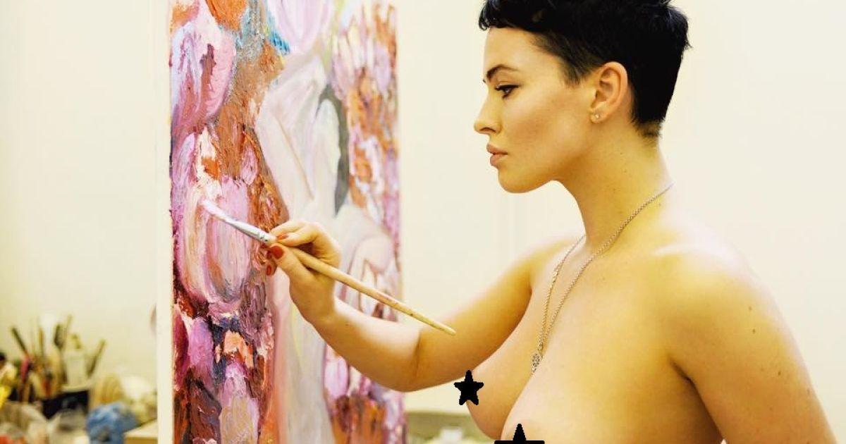 Астаф'єва малює картини винятково голою @ Тарас Воробець