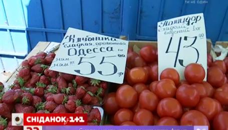 Херсонські помідори та молода морква наздогнали в ціні полуницю