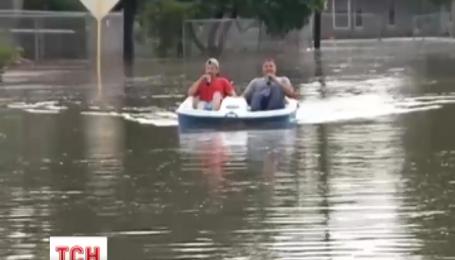 Після руйнівних торнадо американський штат Техас накрила масштабна повінь