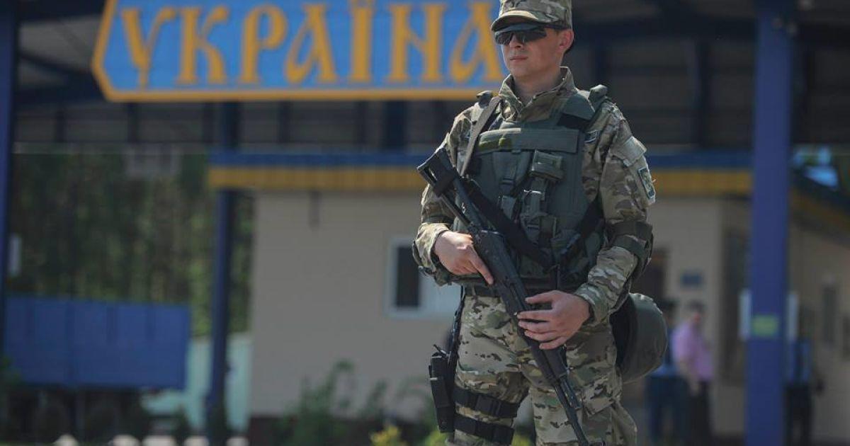 """Российские контрабандисты на """"УАЗ"""" пытались протаранить украинских пограничников"""