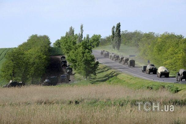 Reuters снял огромную колонну российской военной техники, которая движется в сторону границы с Украиной