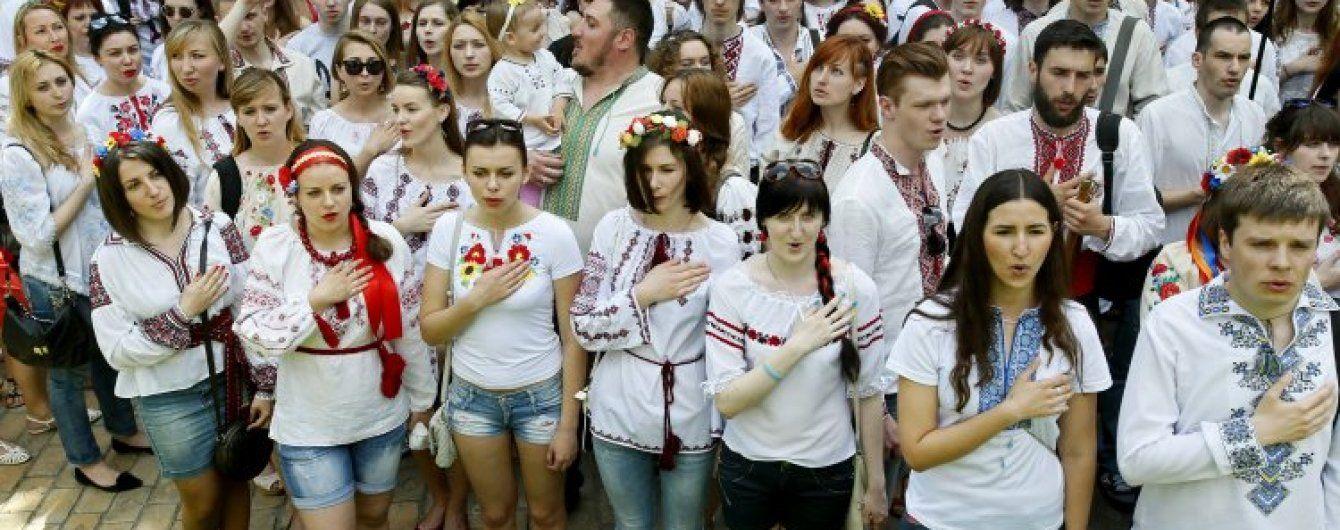 День вишиванки: флешмоб, рекорд і обладміністрація в національному вбранні