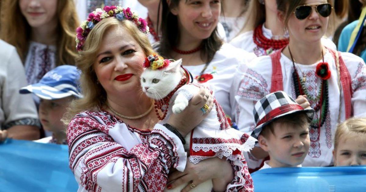 Мегамарш вишиванок у Києві 24 травня 2015  У Києві відбувся ... 20078aaba0b1e