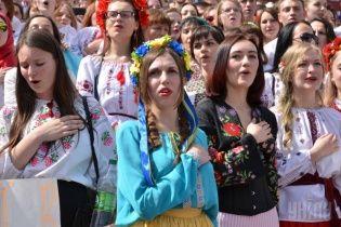 У Варшаві під прапорами трьох народів відбувся марш вишиванок