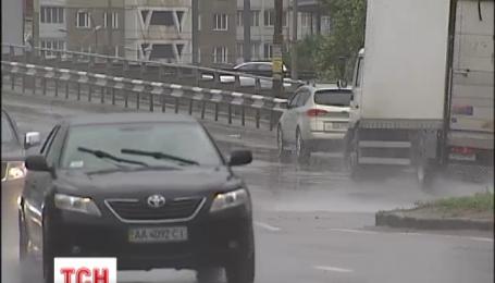После нескольких дней по-настоящему летней жары в Украину возвращаются дожди и грозы