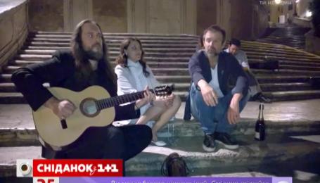 Святослав Вакарчук заспівав просто на вулиці