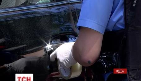 В Одесі серед білого дня озброєні люди пограбували валютника