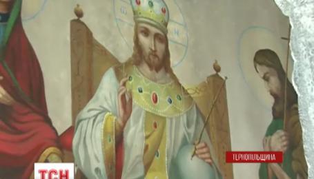 У сільському храмі на Тернопільщині мироточать чотири ікони