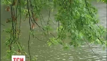 Грозы, град и дожди на смену жаре придут сегодня в Украину